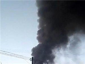 澳门大小点网址亮甲店塑料颗粒厂起火 黑烟冲天几十米高!