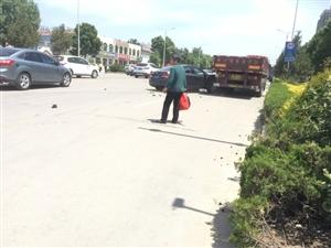 强烈建议在此十字路口安装红绿灯