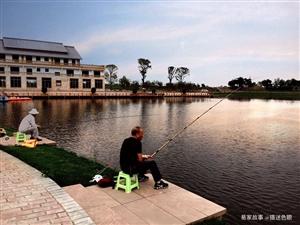 打造一新的易家河坝,乡村气息浓郁,湖光山色之间游船荡漾,钓者乐此不彼!