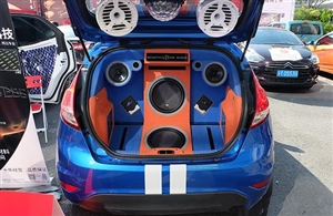 改装了一台曼菲斯的№汽车音响,邀大家一起欣赏!