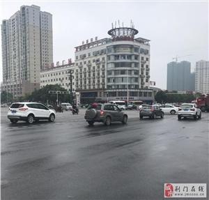 深圳大道与象山大道交汇处的交警擅离职守!