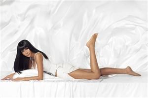 """张咪一袭睡袍拍性感私房写真,让人浮想联翩诠释出更诱人""""高级性感"""""""