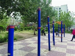 """亨达广场健身器""""缺胳膊少腿"""""""