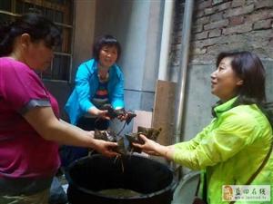 """蓝关街道蓝丰社区""""包爱心粽  过爱心节""""活动"""