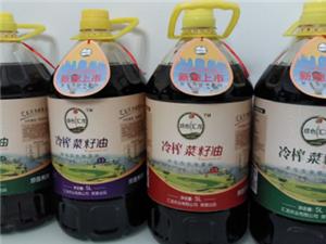 潼南的全国第一条机器人操作冷榨菜籽油