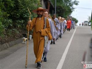 13名僧人上海步行至峨眉山,走了86天