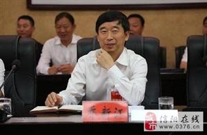 信阳市主要领导深入各代表团参与审议政府工作报告