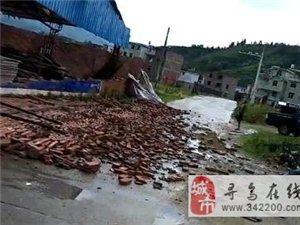暴雨袭击!寻乌水源乡袁屋几个仓库被吹翻,损失惨重!