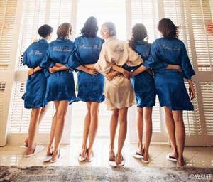 安以轩晒婚礼伴娘团美照,一群美人穿着蓝色浴袍,齐齐晒出美腿(图片)
