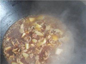 土灶台 炝香土豆焖鸡块