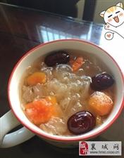 照着麻辣美高梅官网公众号的菜谱做的冰糖银耳炖木瓜,很好喝