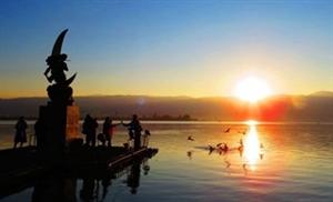 邛海的日出
