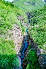 红  石  峡  谷