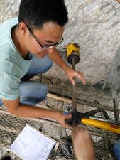 琅琊山摩崖石刻进行危岩体锚杆拉拔实验