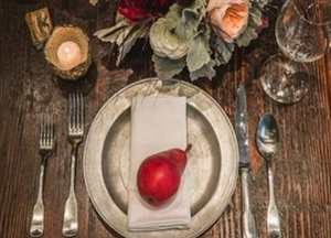 婚宴上必备的装饰;婚宴餐桌怎么布置好看