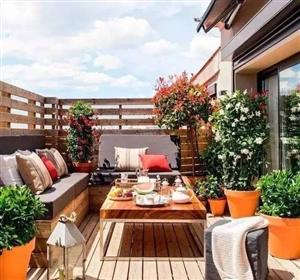 4步让阳台逆袭成花园;不到10�O的水泥地可以美到颤抖
