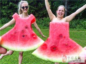 把西瓜当裙子穿?国外网友们都玩疯了