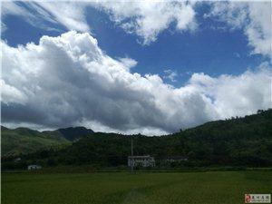 蓝天白云极明 极静 极宽广
