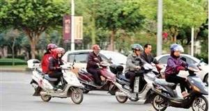 罗山路上一出事就怨开车的!你们咋不看看骑电动车的呢?