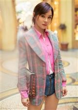 袁姗姗巴黎街拍,用两种不同的搭配风格,解锁西装搭配的全新方程式