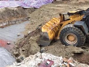 """��挖的地基被回填,通城�h治理""""�蛇`""""��T大��后的第一仗"""