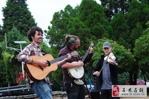 中西合璧,点燃石头寨乡村音乐会