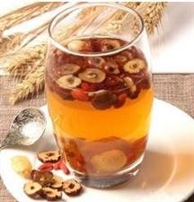 """红枣和""""它""""一起泡,每天喝一杯,一个星期体内湿气全消,让你减掉大肚子"""
