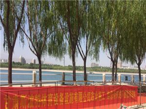 40℃高温去哪里凉快呢?来吧,小斯带您去东湖欣赏塑胶跑道吧!