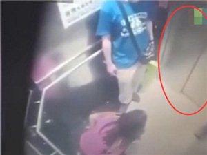 男子抱着女孩匆忙进入电梯 立刻脱裤子