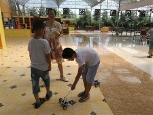 """广汉市科协""""玩转科学之交通工具大改造""""暑期体验活动在花果新村举办"""