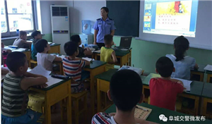 今天阜城这里的小朋友们上了一堂特殊的课,因为他们的老师是...