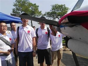 共舞蓝天、融合发展――广汉组织高考学子探访四川航展基地(图片)