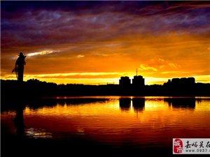 夕阳无限好,东湖夜色。