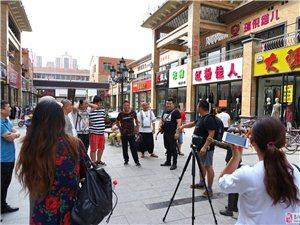 高�步行街拍�z《高���l串��》�崃�c祝中��人民解放�建�九十周年
