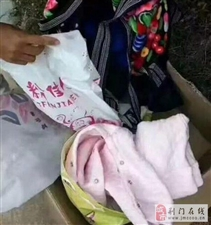 五个月大的小男孩被妈妈遗弃路边,不哭不闹,眉目清秀