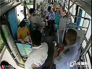 枣庄一女乘客公交上突然晕厥 全车人员爱心大救助