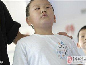 放学的孩子在车内突然流鼻血,仅因为母亲的自以为是,导致孩子送命