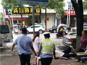 遂川:七旬老人路上��倒,90后�f警出手相救