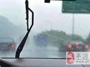 雨刮器刮不干净就要换?老司机笑了:5毛钱搞定!