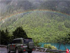 大灾过后 九寨沟景区雨后现彩虹