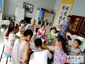 小学生利用暑假学习秦汉战鼓、乡风倡导教育