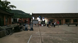 《向天倾诉》剧组在梓潼两弹城拍电视剧需要群众演员