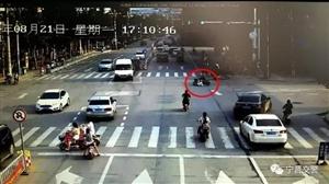 宁晋街头惊险一幕,电动车闯红灯被撞飞