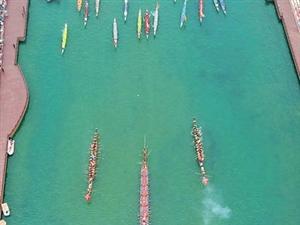 """""""世界最长木龙舟""""和百余条船只争流"""