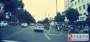 作大了,亚博体育福利版下载红三轮拖着交警开了好几十米!