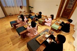 六小童走进均陵荟馆亲近传统文化