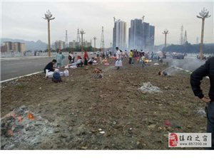 中元节烧包袱子,镇雄景观大道很壮观啊!