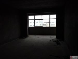 新安县东区城关二中斜对面三室两厅一卫,122平方顶楼毛坯诚心出售