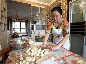 东轴月饼传承人――吴晶,纯手工制作椒盐月饼,味道巴适,来一个尝尝?