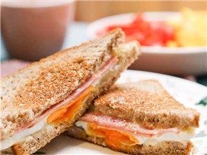 【视频】一分钟做出早餐三明治
